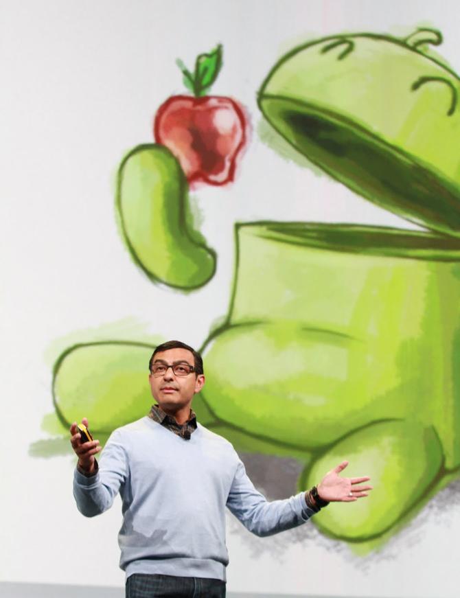 Google IO 2011 (Vic Gundotra in front of anti-Apple slide)