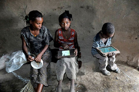 ethiopia-tablet-kids