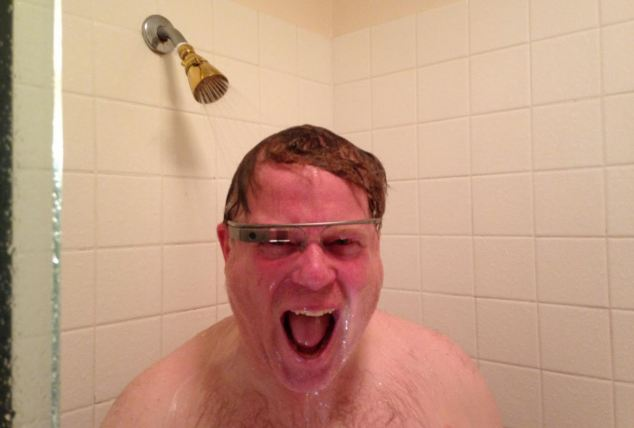 Tech blogger Robert Scoble photographed using Google Glass excitedly in the shower (dailymail.co.uk)
