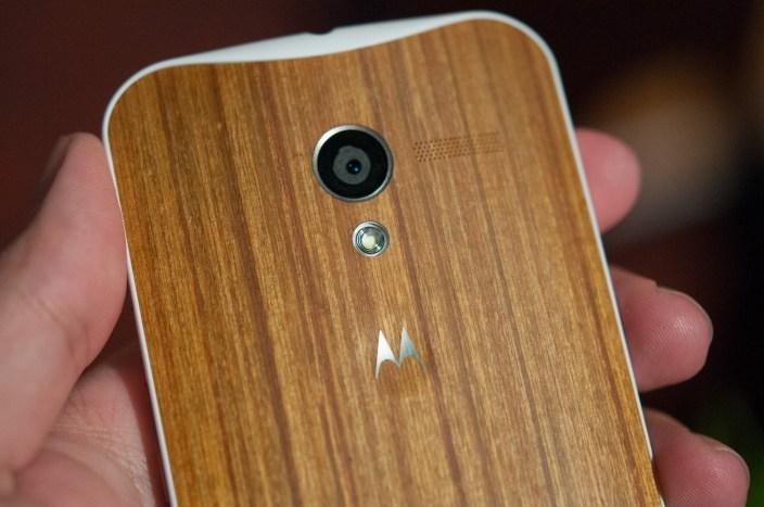 Moto X with wood back case via phonesreview.com