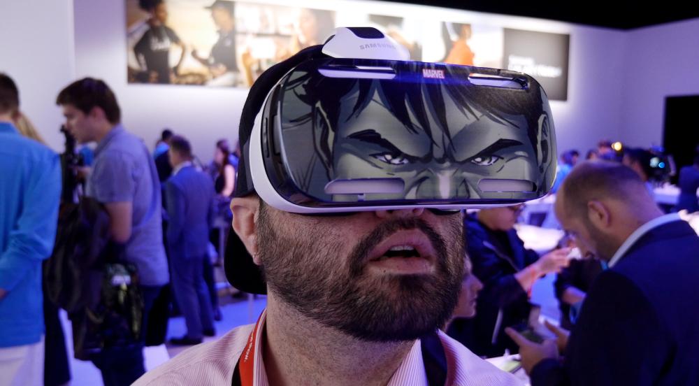 Dom-Samsung-Gear-VR-01