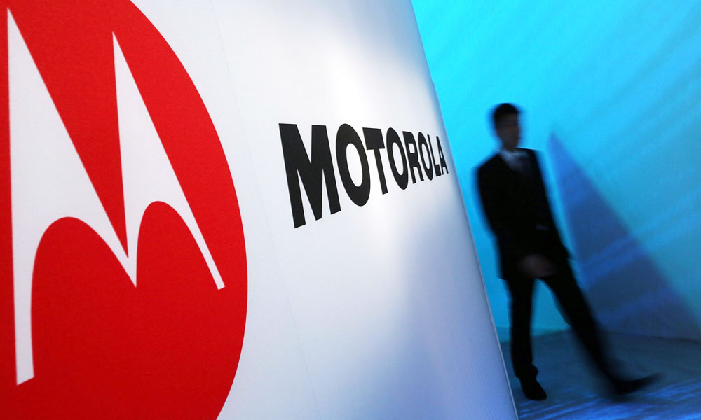 Motorola And Verizon Hold News Conference