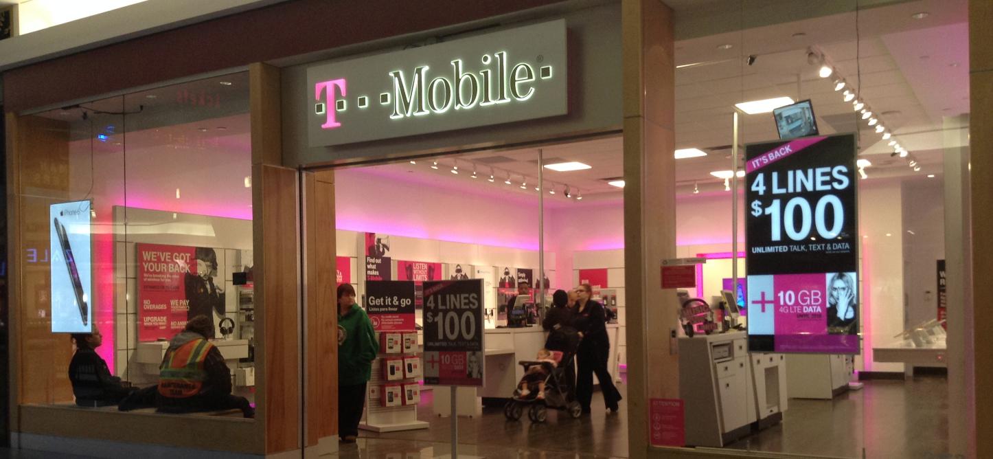 T-Mobile_US_Retail_Store_in_Waterbury,_CT.jpg (2592×1936) 2015-08-04 12-36-06