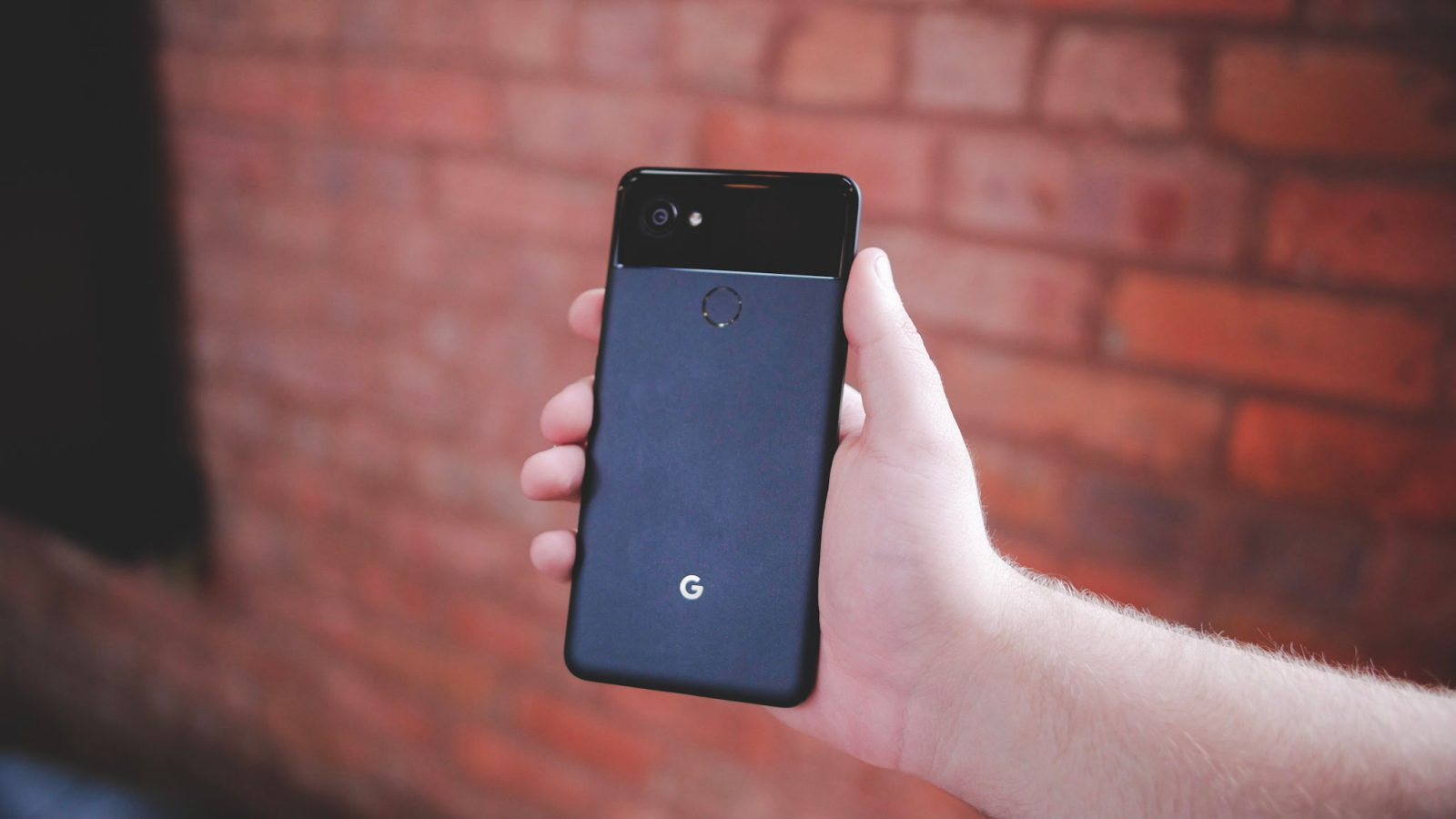 This app will let you remap the Google Pixel 2's squeeze gesture
