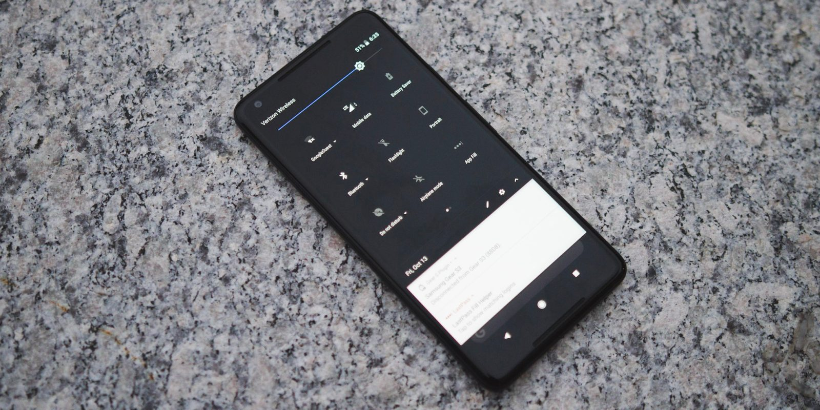 The Google Pixel 2 Has A Dark Theme When You Change Your Wallpaper