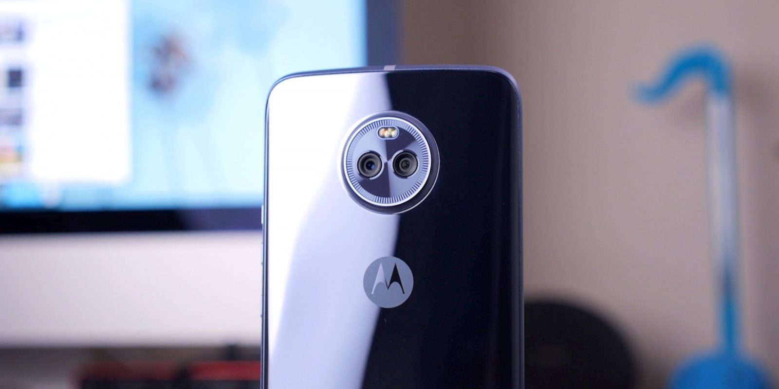 new styles 85777 b6595 Review: Moto X4 revives the longstanding brand with less options and ...