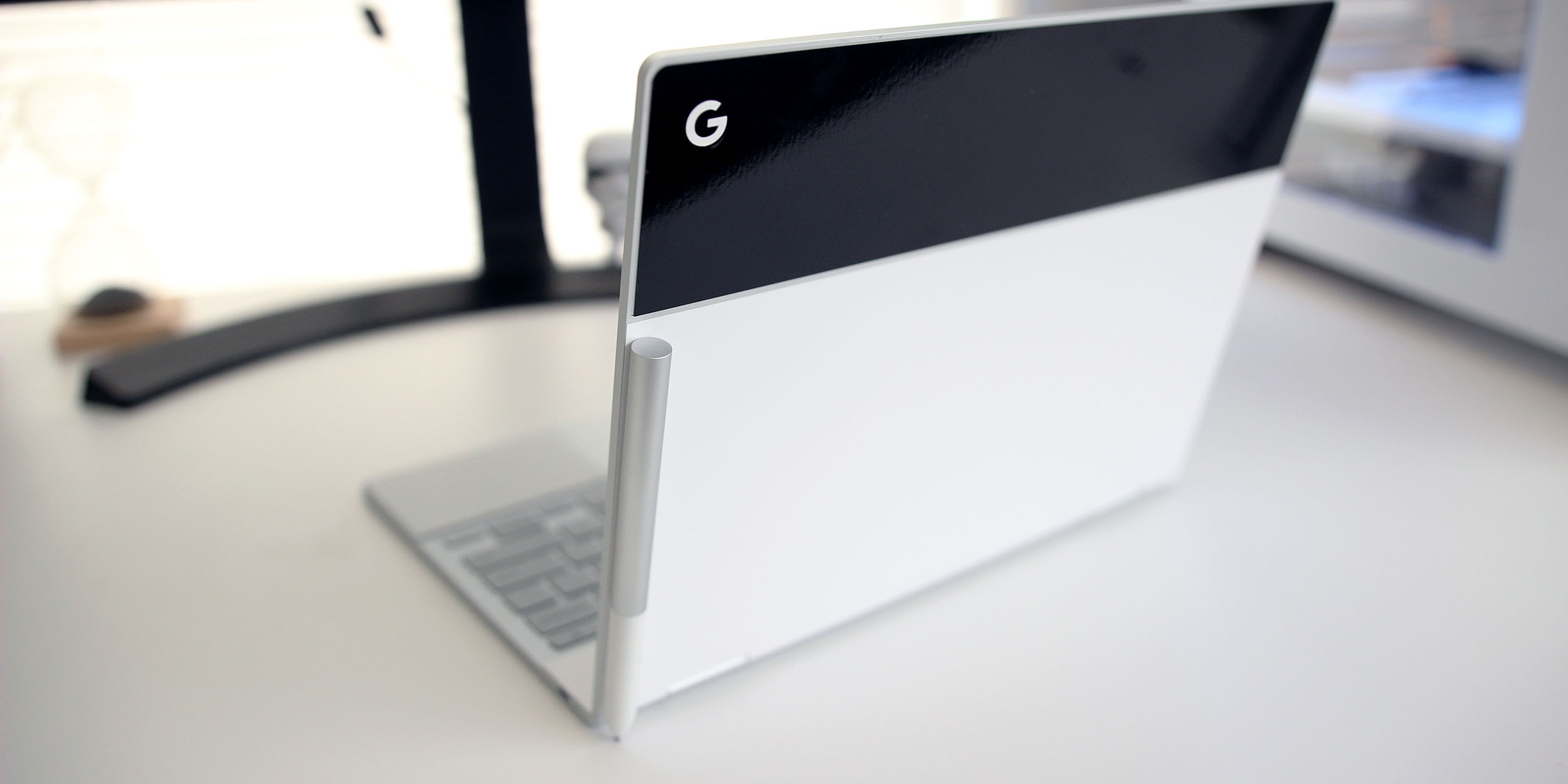 How to store the Pixelbook Pen on its lid thanks to a magnet