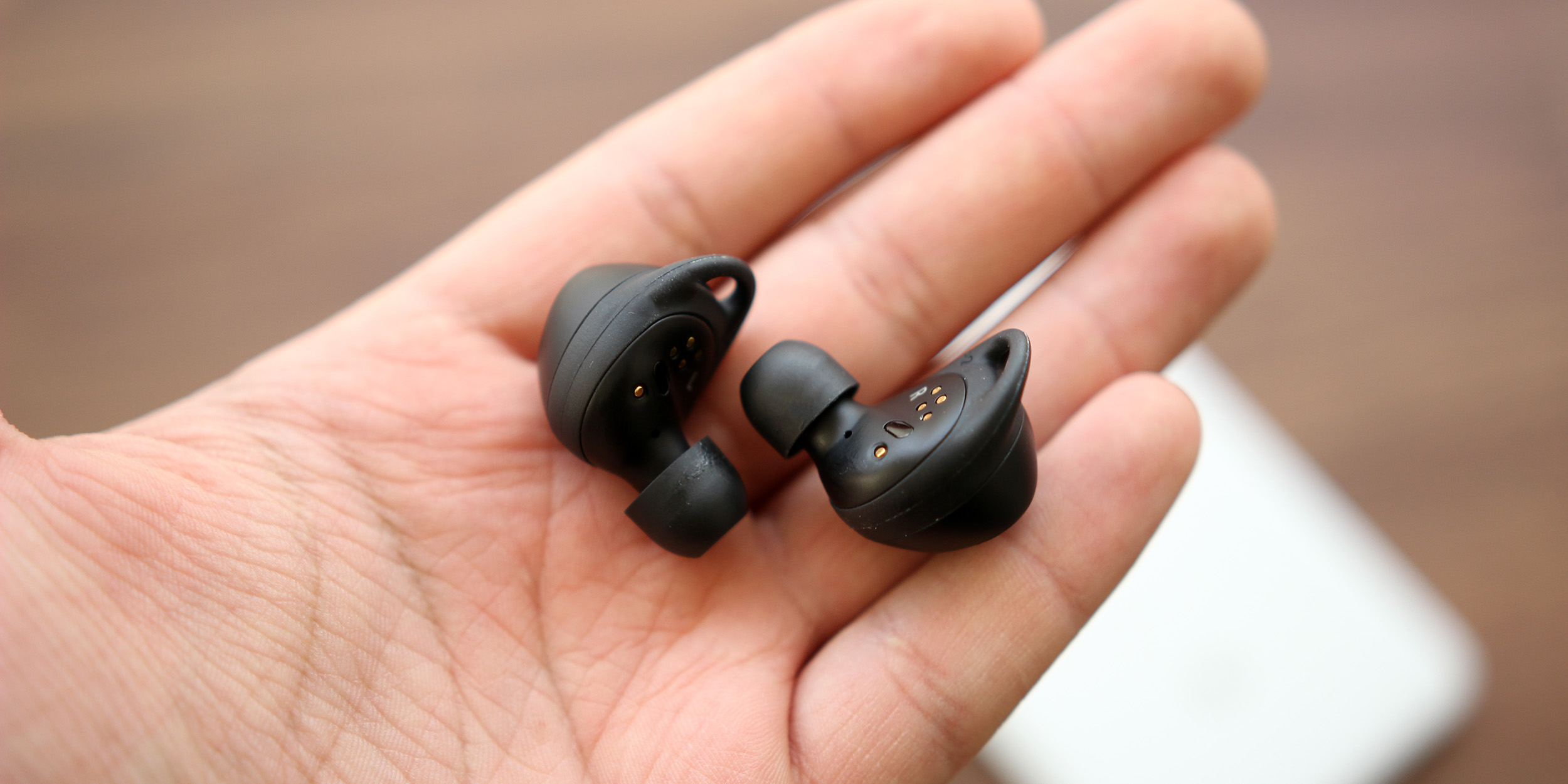 Samsung Gear IconX 2018 Review: Not quite Android's AirPods