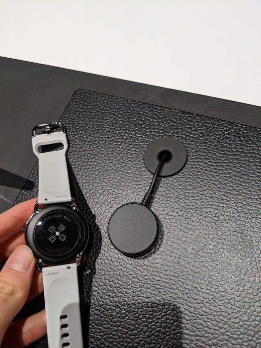 Galaxy Watch Active charger Unpacked 2019