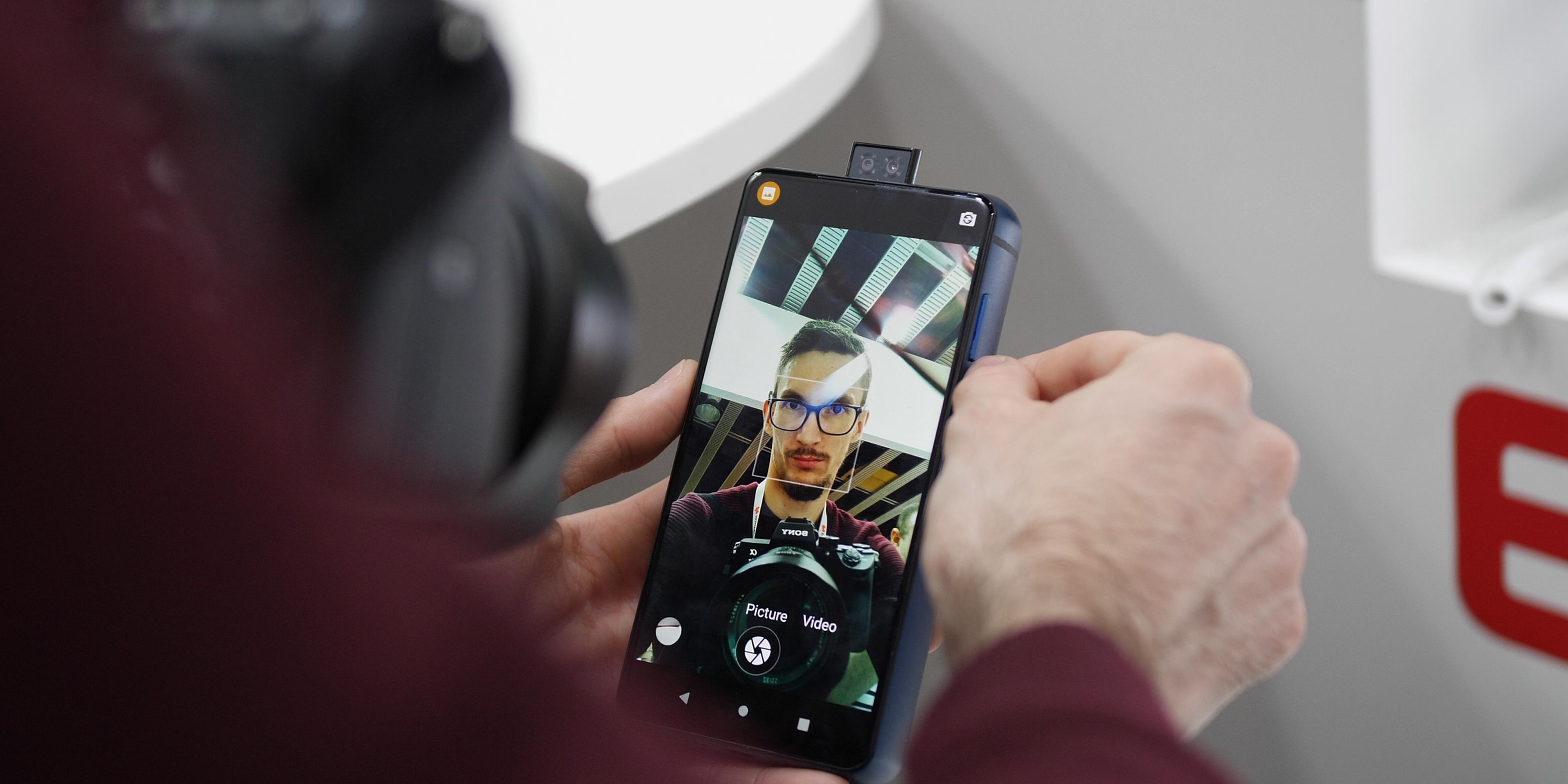 Energizer P18K Pop front-facing camera