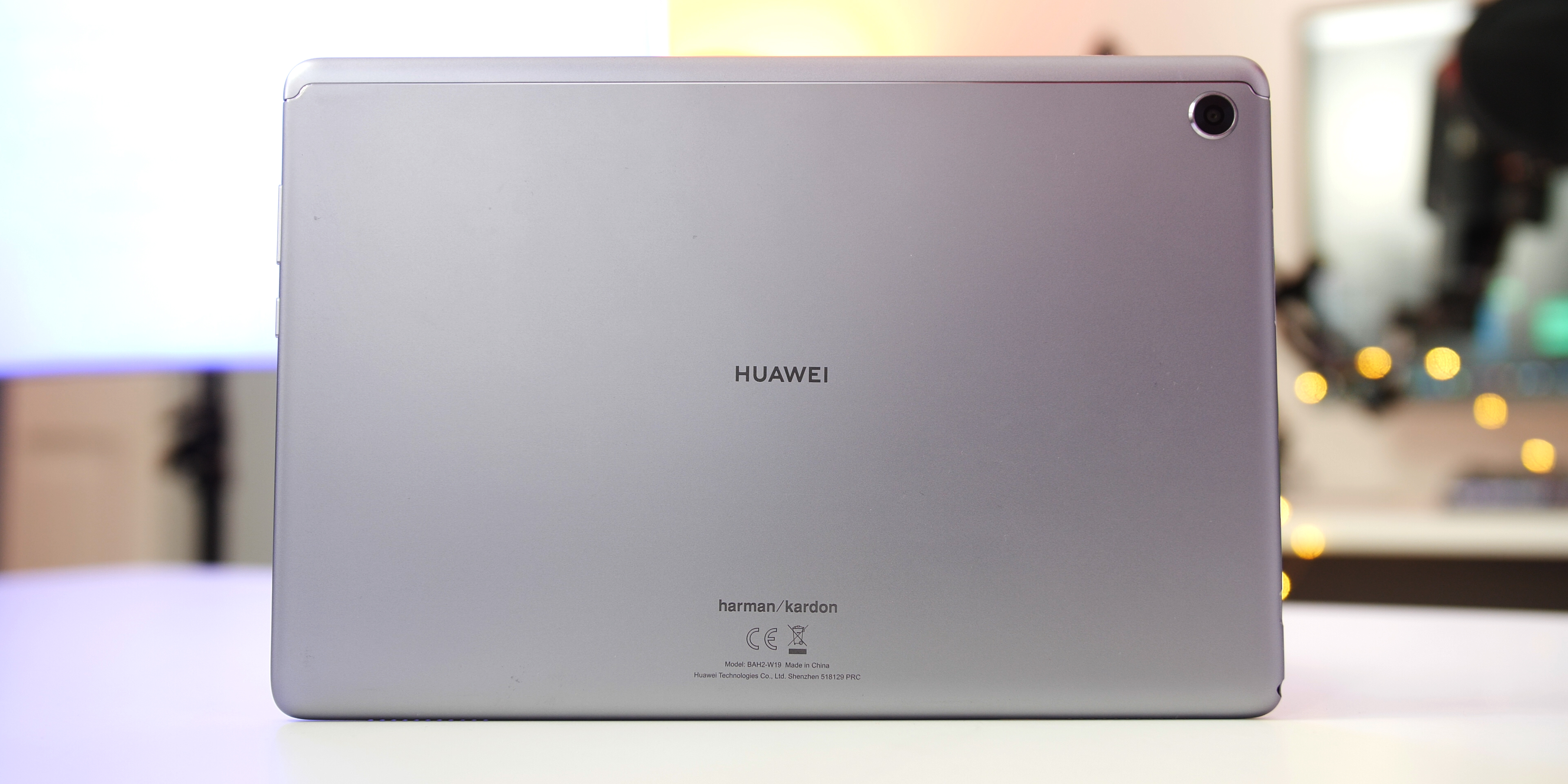 Huawei MediaPad M5 Lite Hardware and Design