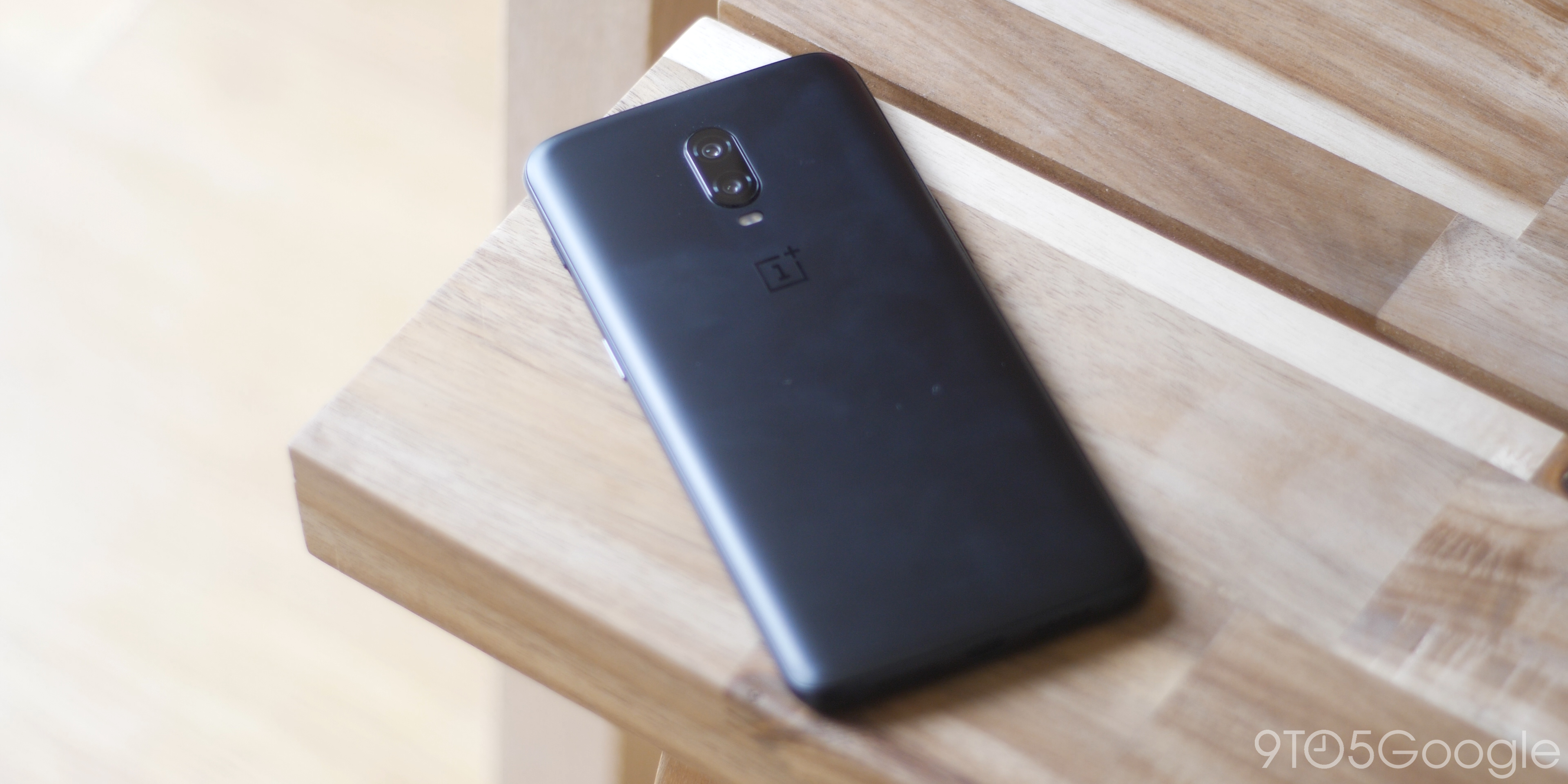 OnePlus 6T design