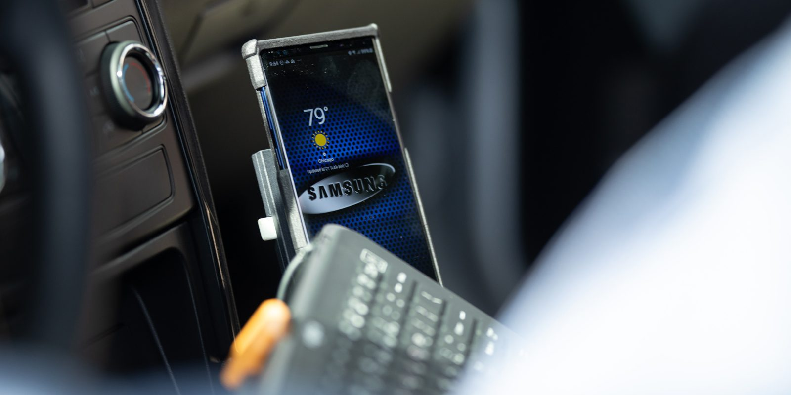 Chicago police cars will start using Samsung phones with DeX to lower costs