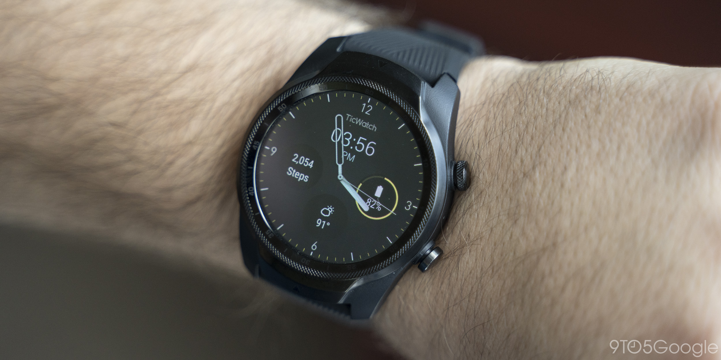 Mobvoi launches TicWatch Pro 4G in the UK for £249 w/ Vodafone connectivity