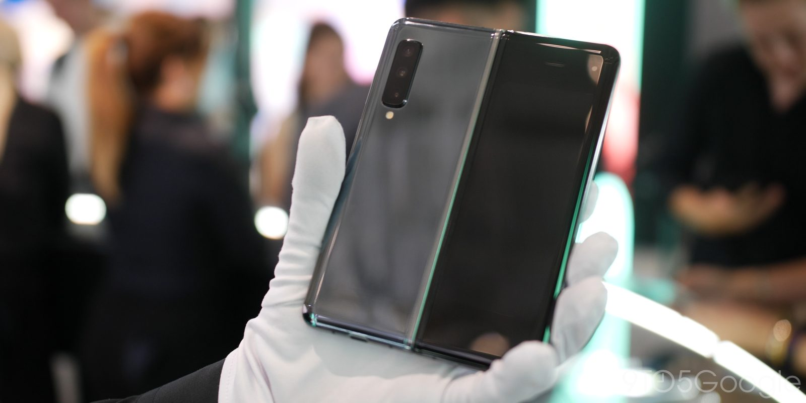 Samsung shows how fragile the Galaxy Fold is with official care guide [Video]