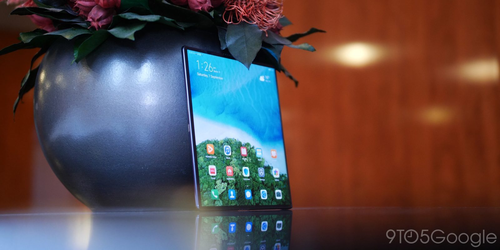 Huawei Mate X hands-on: The most elegant foldable device so far [Video]