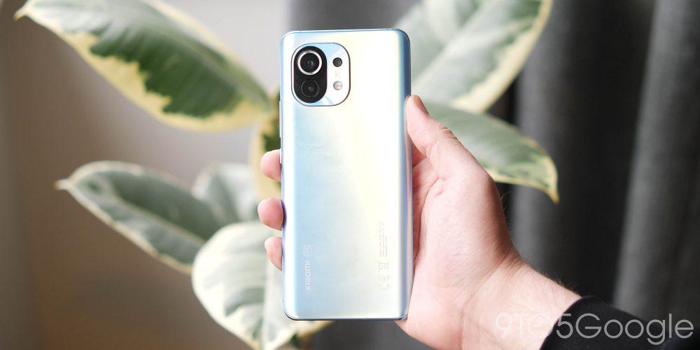 Xiaomi Mi 11 in light blue